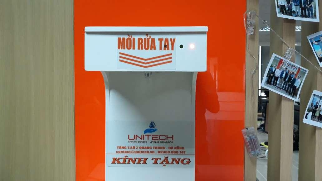 Chung tay phòng chống dịch COVID-19: Unitech thiết kế máy rửa tay sát khuẩn tự động